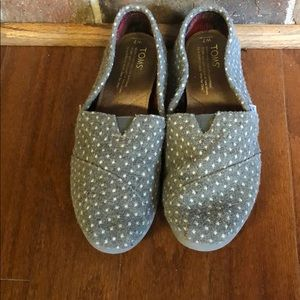 Gray dot Toms